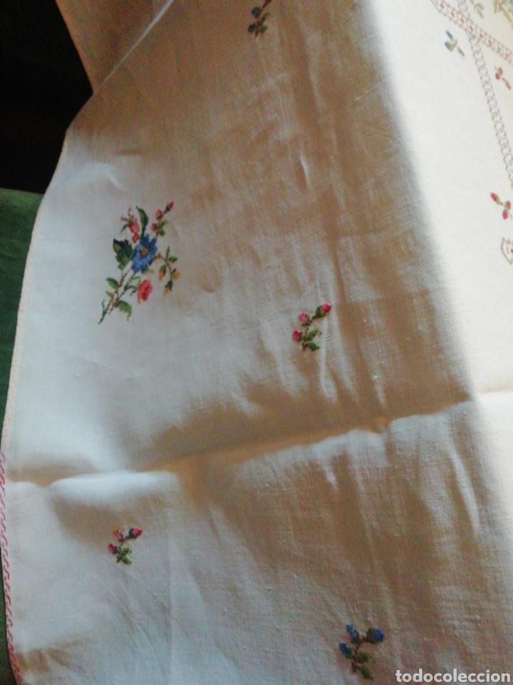 Antigüedades: Mantelería de hilo bordada a mano - Foto 2 - 229524220