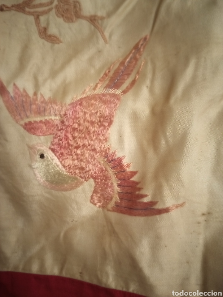 Antigüedades: Antiguo Bordado chino sobre seda silk Camino de mesa o mantelito - Foto 10 - 229610425
