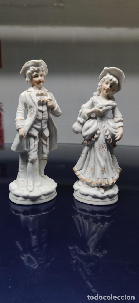 PRECIOSA PAREJA DE FIGURAS EN BISCUIT. (Antigüedades - Porcelanas y Cerámicas - Otras)
