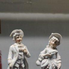 Antigüedades: PRECIOSA PAREJA DE FIGURAS EN BISCUIT.. Lote 229625095