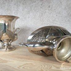 Antigüedades: LOTE DE 2 PIEZAS DE ALPACA DE CALIDAD, GRAN PESO Y TAMAÑO - FUENTE Y COPA DECORADAS CON CISNES. Lote 229674600
