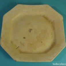Antigüedades: PLATO FUENTE OCTOGONAL. MARCAS EN REVERSO PICKMAN. SEVILLA. CHINA OPACA. MEDALLA ORO. Lote 229676395