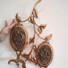 Antigüedades: ANTIGUO PERCHERO DE PARED CON MEDALLONES DE BRONCE, MOTIVOS FLORALES. 50CM. Lote 229701555