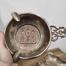 Antigüedades: ANTIGUO CENICERO DE GRAN TAMAÑO, CON AGARRE. IMAGEN RELIGIOSA TIPO MEDALLÓN EN LA BASE.. Lote 229723820
