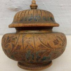 Antigüedades: ANTIGUA DELICADA CAJA EN MADERA TALLADA. Lote 229740285