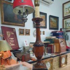 Antigüedades: BONITA LAMPARA DE PIE TIPO IMPERIO . REALIZADA EN MADERA Y CON MOTIVOS EN BRONCE .65 CM. Lote 229808355