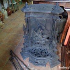 Antigüedades: ESTUFA HIERRO SIGLO XIX CON SUS UTENSILIOS. Lote 229847105