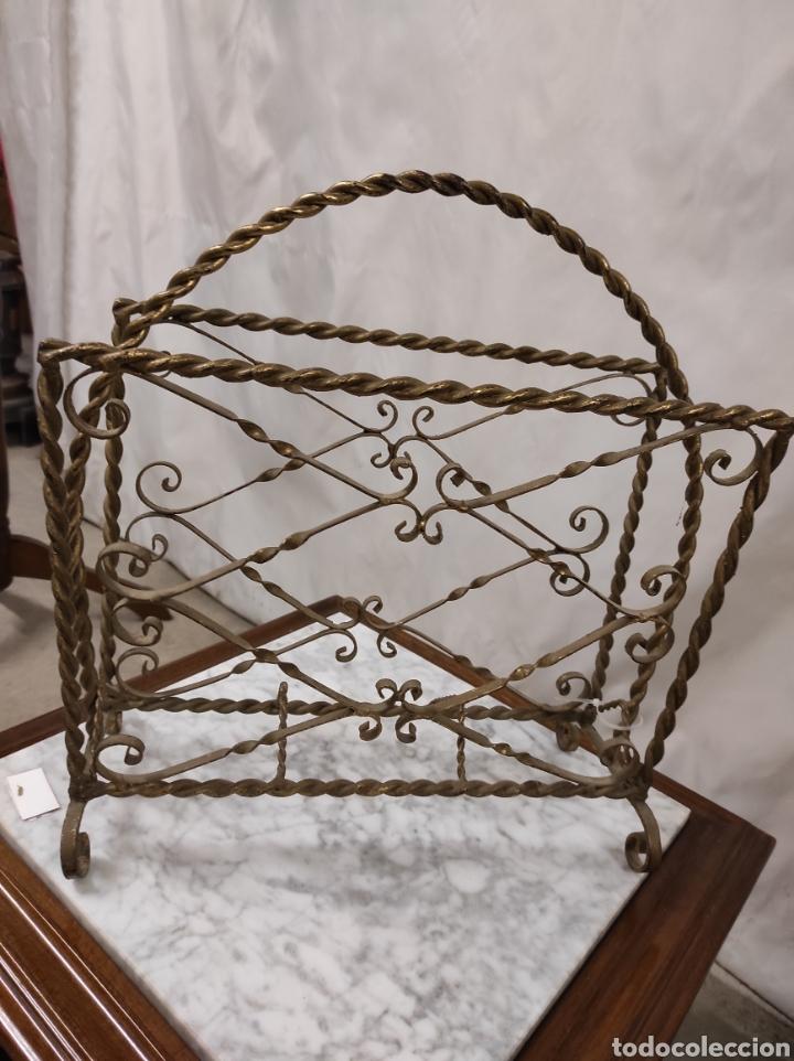 REVISTERO EN HIERRO FORJADO (Antigüedades - Muebles Antiguos - Revisteros Antiguos)