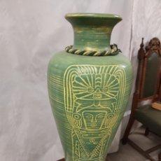 Antigüedades: JARRÓN GRANDE TIPO EGIPCIO COLOR VERDE. Lote 229868765