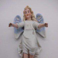 Antigüedades: ANTIGUA BENDITERA ORIGINAL PRIMER TERCIO SIGLO XX EN BISCUIT. ANGEL. LE FALTA LA PILETA. Lote 229888175