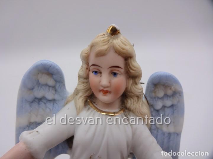 Antigüedades: Antigua BENDITERA original primer tercio Siglo XX en biscuit. ANGEL. Le falta la pileta - Foto 2 - 229888175
