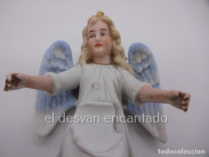 Antigüedades: Antigua BENDITERA original primer tercio Siglo XX en biscuit. ANGEL. Le falta la pileta - Foto 3 - 229888175