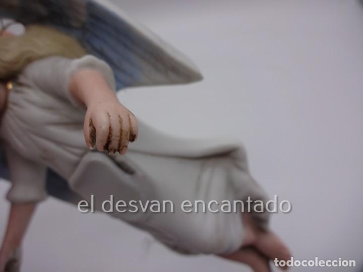 Antigüedades: Antigua BENDITERA original primer tercio Siglo XX en biscuit. ANGEL. Le falta la pileta - Foto 4 - 229888175