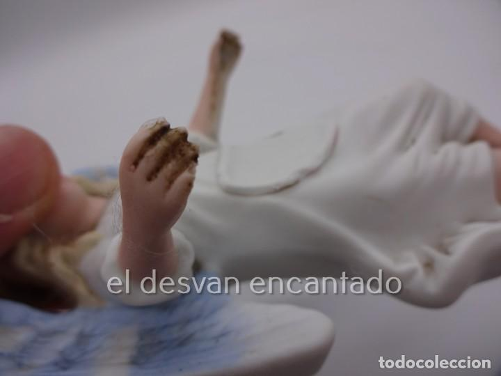 Antigüedades: Antigua BENDITERA original primer tercio Siglo XX en biscuit. ANGEL. Le falta la pileta - Foto 5 - 229888175