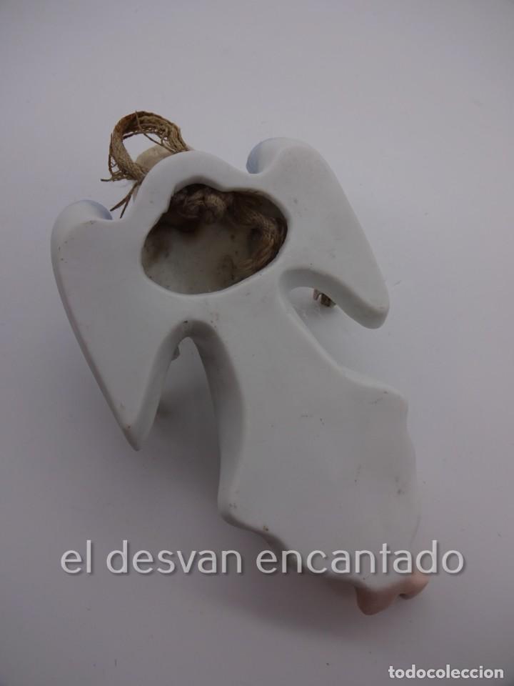 Antigüedades: Antigua BENDITERA original primer tercio Siglo XX en biscuit. ANGEL. Le falta la pileta - Foto 7 - 229888175