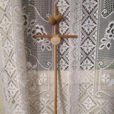 Antigüedades: CRUZ DE MADERA SANTIAGO DE COMPOSTELA AÑO SANTO 1997. Lote 229924010