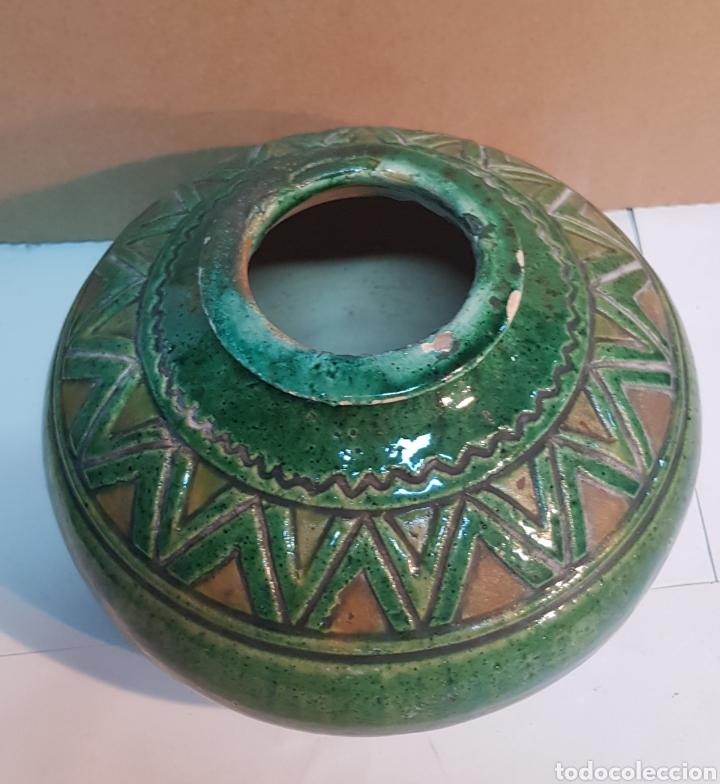 Antigüedades: VASIJA DE CERÁMICA VIDRIADA VERDE TITO ÚBEDA CON MOTIVOS GEOMÉTRICOS - Foto 2 - 229928060