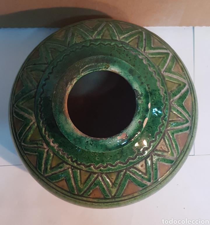 Antigüedades: VASIJA DE CERÁMICA VIDRIADA VERDE TITO ÚBEDA CON MOTIVOS GEOMÉTRICOS - Foto 3 - 229928060