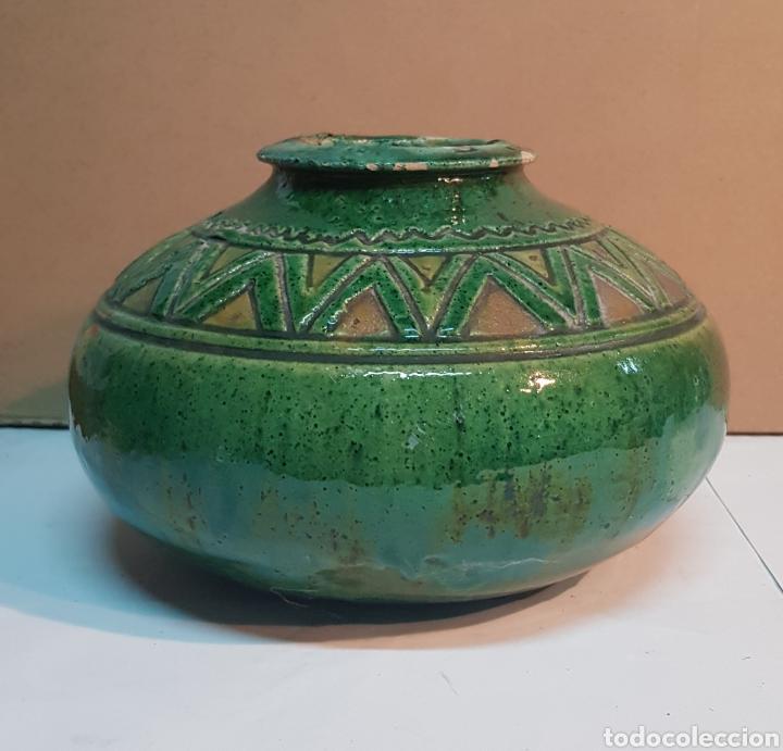 VASIJA DE CERÁMICA VIDRIADA VERDE TITO ÚBEDA CON MOTIVOS GEOMÉTRICOS (Antigüedades - Porcelanas y Cerámicas - Úbeda)