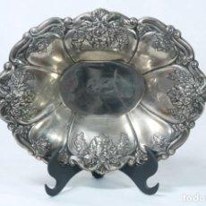 Antigüedades: PRECIOSO CUENCO PLATEADO DECORADO CON MOTIVOS FLORALES. Lote 230010590