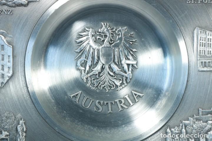 Antigüedades: Precioso plato decorativo de zinc decorado con las ciudades de Austria - Foto 2 - 230021910