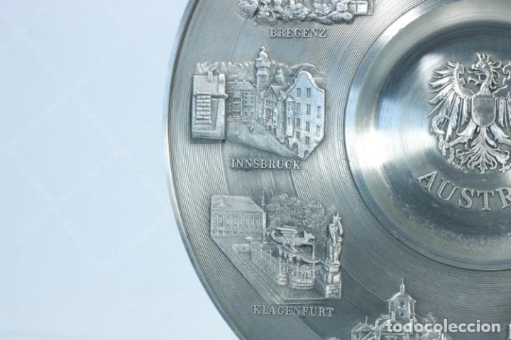 Antigüedades: Precioso plato decorativo de zinc decorado con las ciudades de Austria - Foto 4 - 230021910