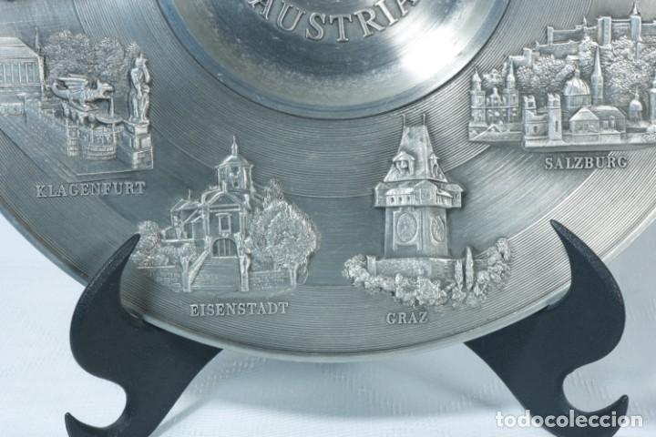 Antigüedades: Precioso plato decorativo de zinc decorado con las ciudades de Austria - Foto 6 - 230021910