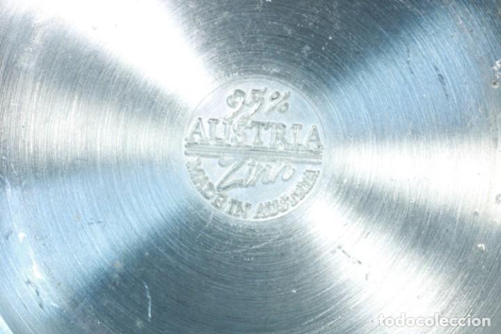 Antigüedades: Precioso plato decorativo de zinc decorado con las ciudades de Austria - Foto 8 - 230021910