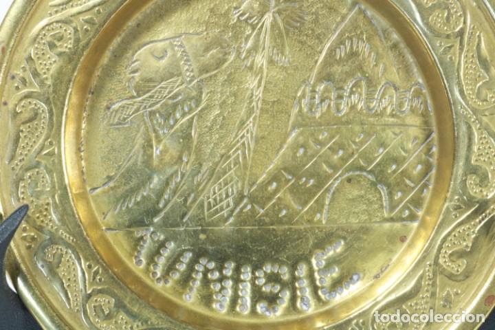 Antigüedades: Bandeja de latón fabricada a mano en Túnez - Foto 2 - 230022580