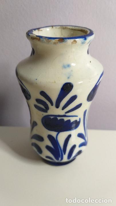 Antigüedades: Antiguo Jarrón o florero de cerámica azul y blanca. - Foto 2 - 230033330