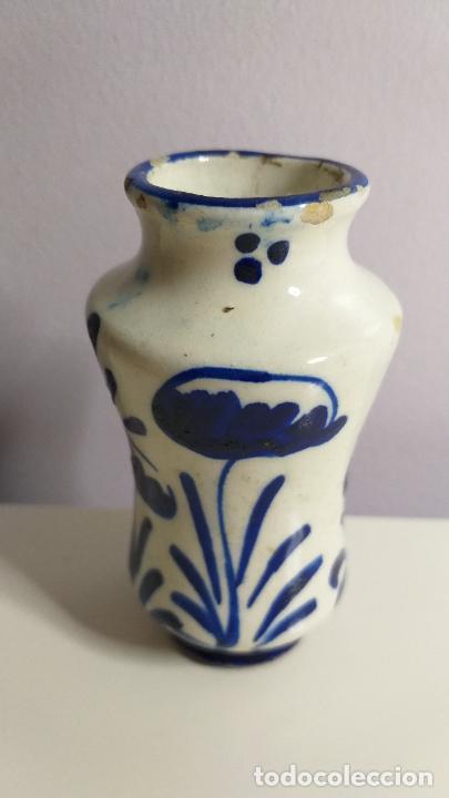 Antigüedades: Antiguo Jarrón o florero de cerámica azul y blanca. - Foto 3 - 230033330