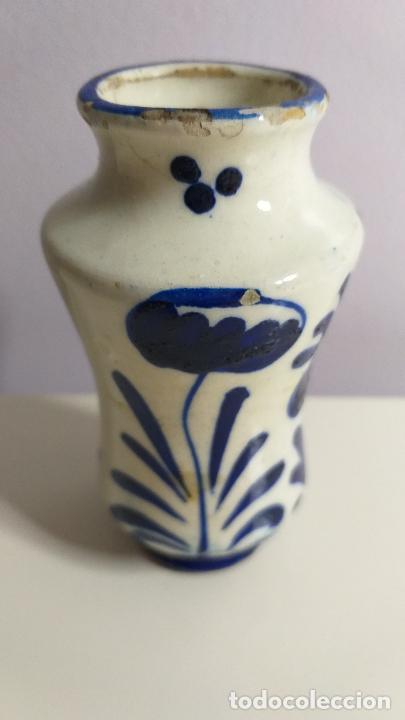 Antigüedades: Antiguo Jarrón o florero de cerámica azul y blanca. - Foto 5 - 230033330