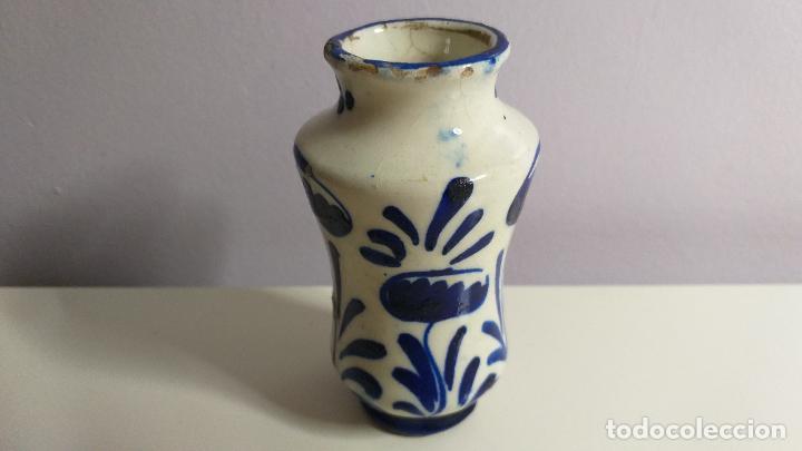 Antigüedades: Antiguo Jarrón o florero de cerámica azul y blanca. - Foto 6 - 230033330