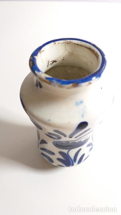 Antigüedades: Antiguo Jarrón o florero de cerámica azul y blanca. - Foto 7 - 230033330