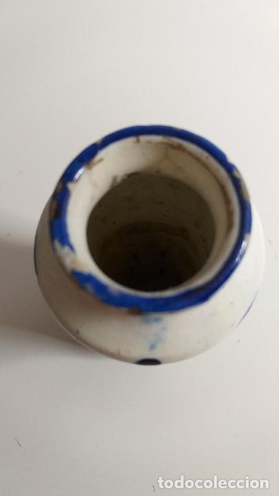 Antigüedades: Antiguo Jarrón o florero de cerámica azul y blanca. - Foto 10 - 230033330
