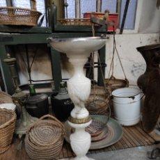 Antigüedades: CENICERO DE PIE EN ALABASTRO, 64CM. Lote 230045985