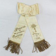 Antigüedades: D45- CINTA SEDA COMUNIÓN. 1902. PASAMANERÍA RIZOS DE ORO.. Lote 230075105