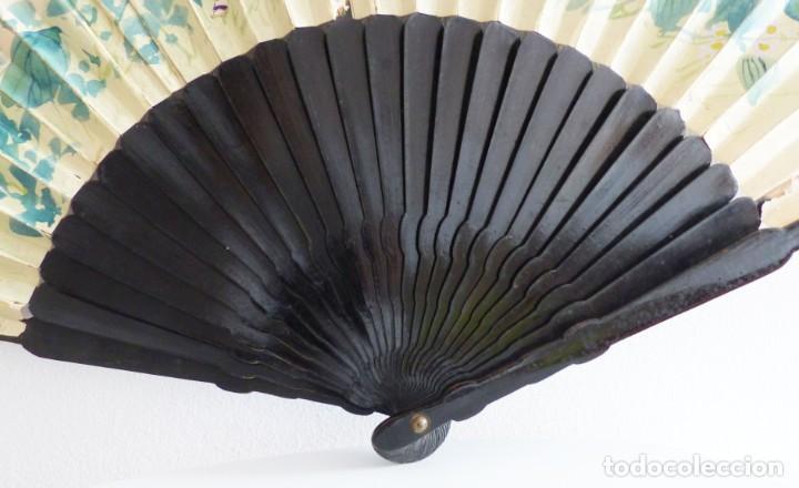 Antigüedades: ABANICO JAPONÉS - GEISHAS Y GRULLA - PINTADO, TELA BORDADA - 80 CM. - Foto 4 - 230088680