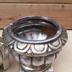 Antigüedades: PEQUEÑOS FLOREROS DE METAL. Lote 230248295