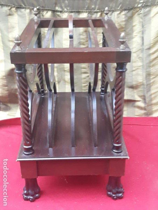 Antigüedades: MUEBLE REVISTERO EN MADERA MACIZA - VINTAGE. - Foto 3 - 230422340