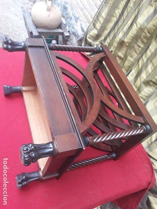Antigüedades: MUEBLE REVISTERO EN MADERA MACIZA - VINTAGE. - Foto 7 - 230422340