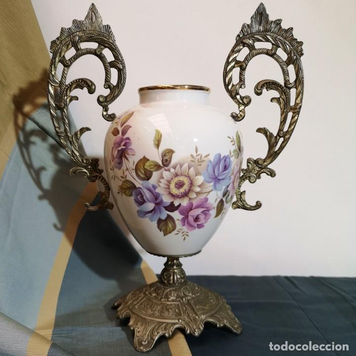 FLORERO CERÁMICA Y METAL (Antigüedades - Hogar y Decoración - Floreros Antiguos)