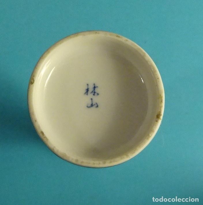 BOTELLA DE CERÁMICA PARA SERVIR SAKE. ESMALTADA Y DECORADA A MANO. BOSQUE DE BAMBÚ (Antigüedades - Porcelana y Cerámica - Japón)