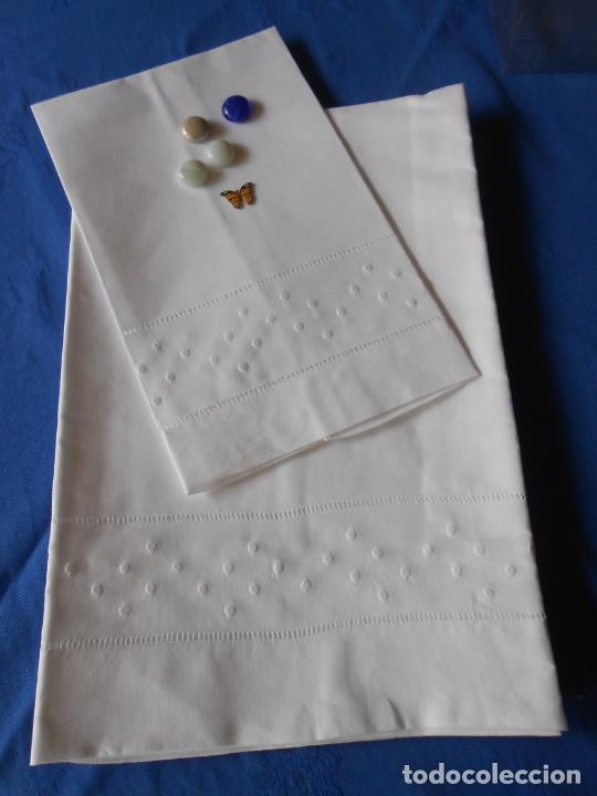 Antigüedades: Juego toallas de hilo, bordado bodoques y Vainicas.Acabado recto. Blanco 2 piezas. NUEVO - Foto 12 - 265109804