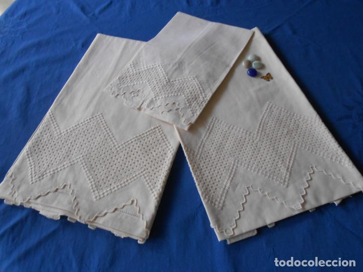 Antigüedades: Juego toallas de 3 piezas de hilo, bordado deshilados a mano. Beige claro. NUEVO - Foto 4 - 230549560