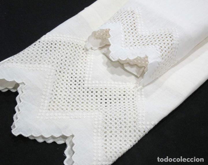 Antigüedades: Juego toallas de 3 piezas de hilo, bordado deshilados a mano. Beige claro. NUEVO - Foto 2 - 230549560