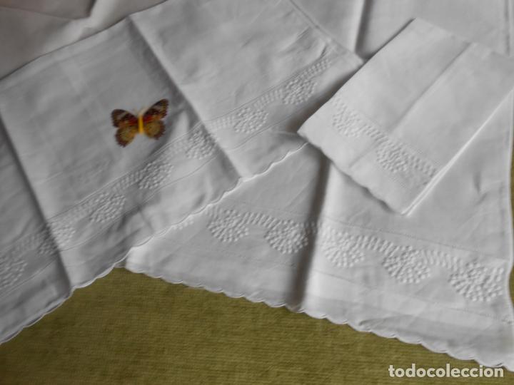 Antigüedades: Juego toallas de 3 piezas de hilo, bordados a mano.Guirnaldas BLANCO. NUEVO - Foto 4 - 230554400