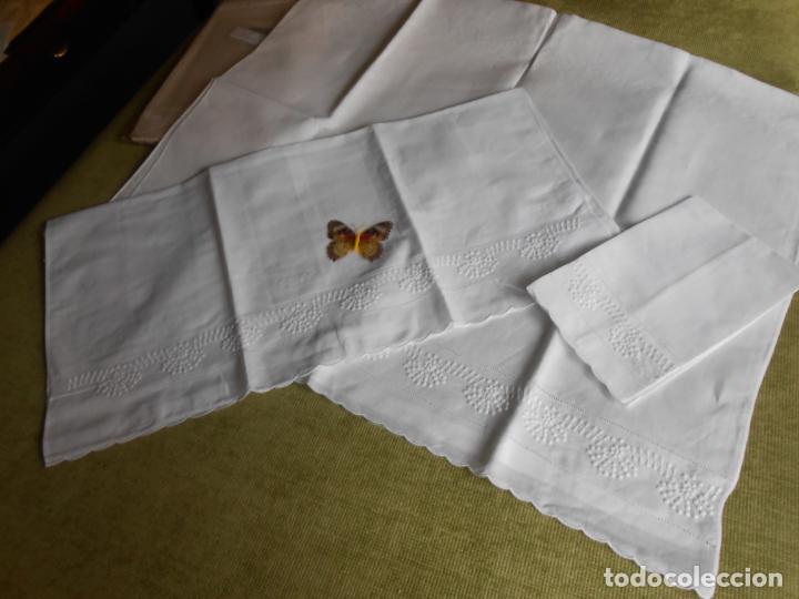 Antigüedades: Juego toallas de 3 piezas de hilo, bordados a mano.Guirnaldas BLANCO. NUEVO - Foto 5 - 230554400