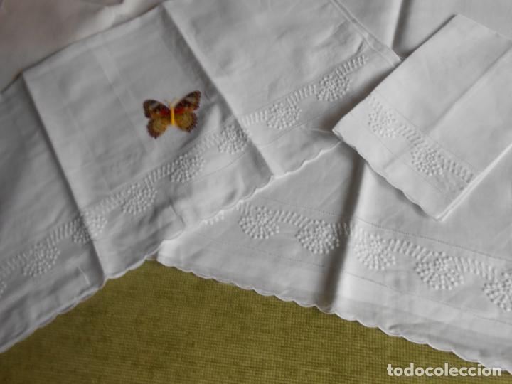 Antigüedades: Juego toallas de 3 piezas de hilo, bordados a mano.Guirnaldas BLANCO. NUEVO - Foto 7 - 230554400