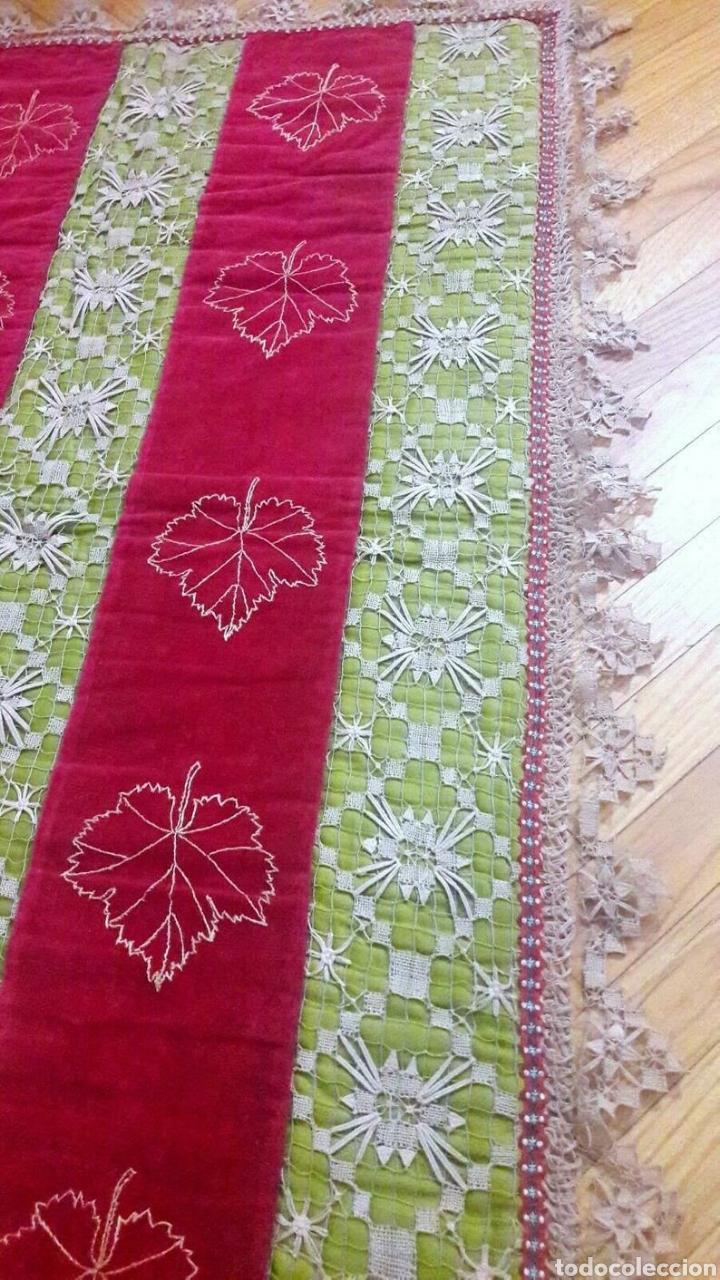 Antigüedades: Precioso tapiz, Final Siglo XIX, con filtiré sobre malla, camino de mesa antiguo bordado - Foto 3 - 197058457